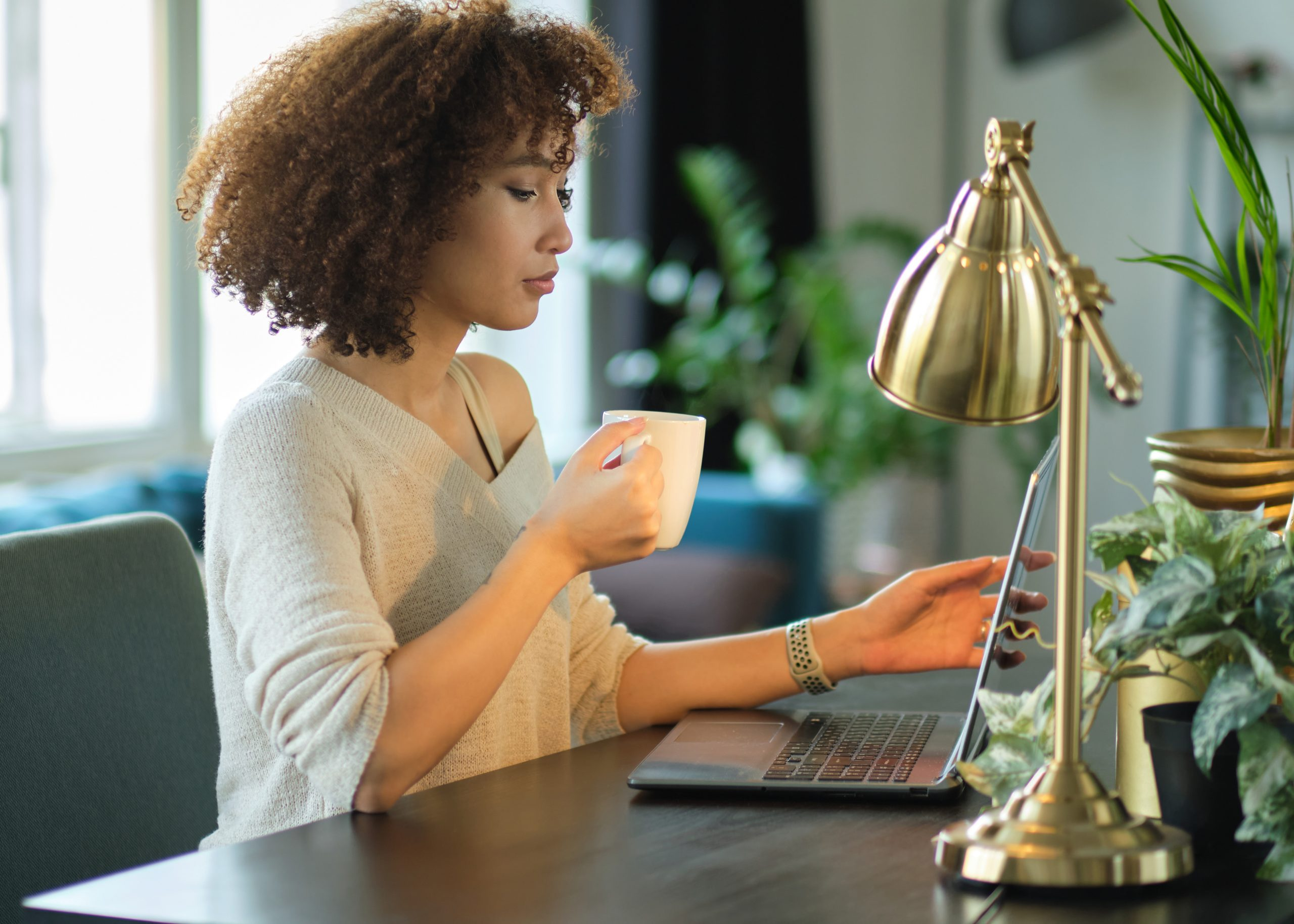 Woman working on laptop. Link takes you to the Bank of Versailles Digital Banking page.