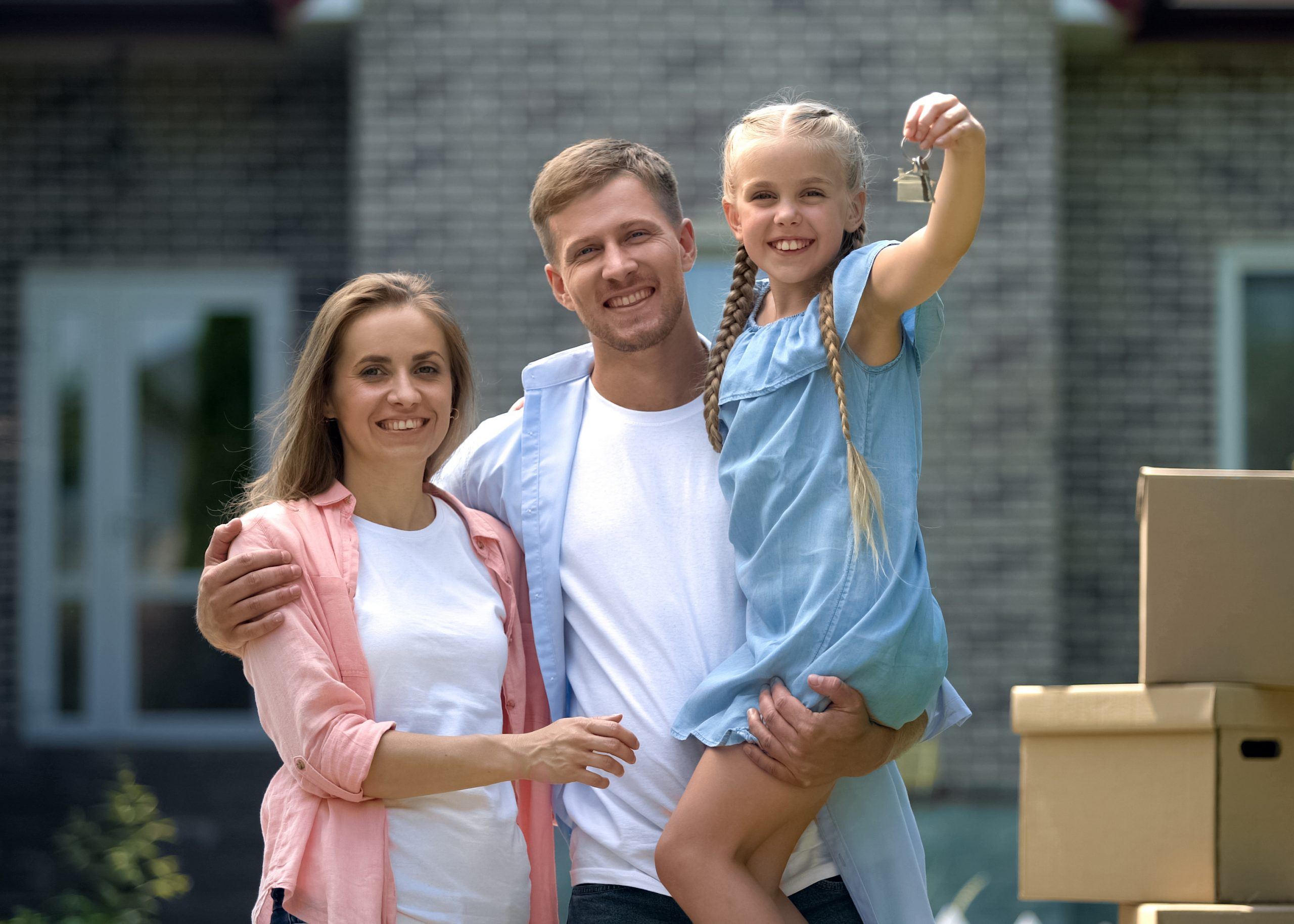Image of a family standing in front of their home, daughter holding out keys. Links to Fixed-rate mortgages page.