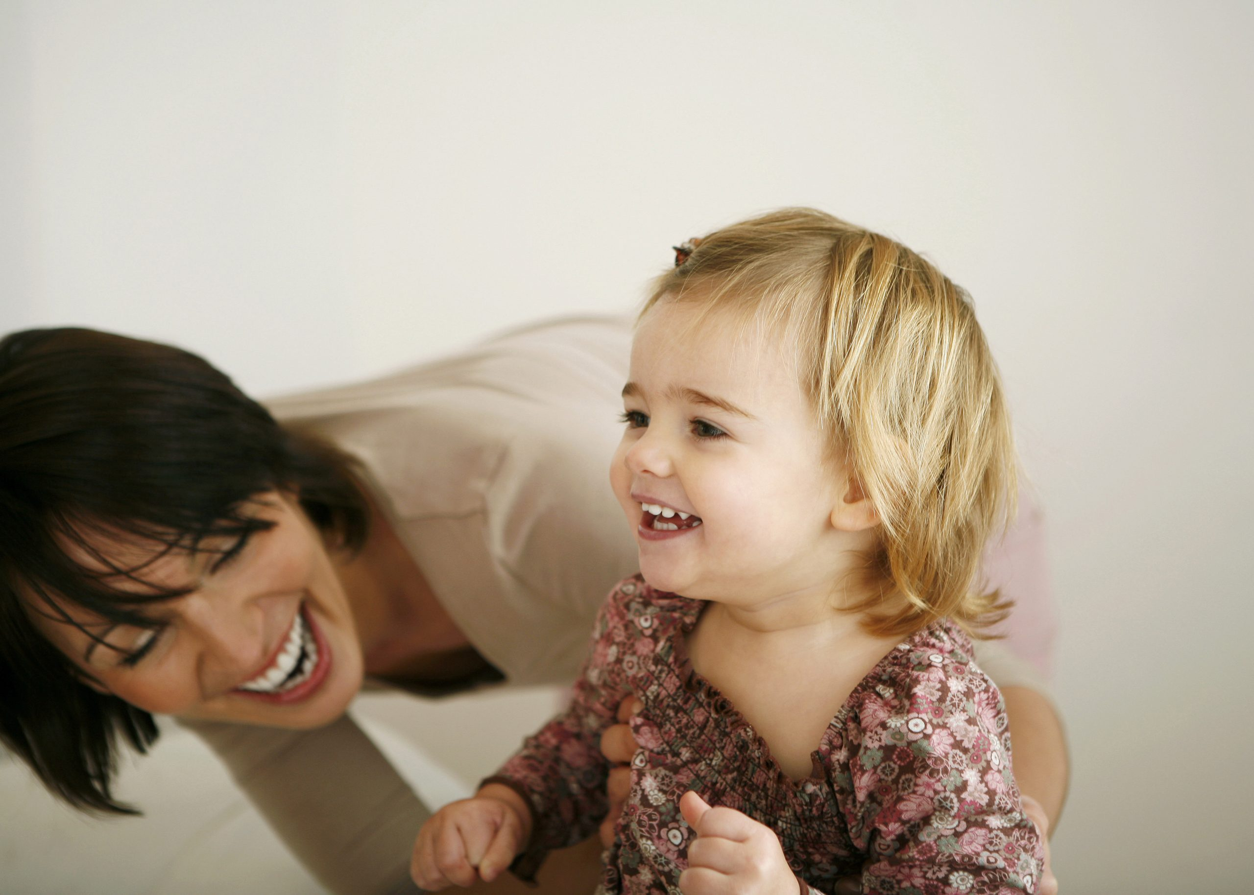 Image of mother and daughter laughing. Link takes you to the Bank of Versailles Next Generation Account page.