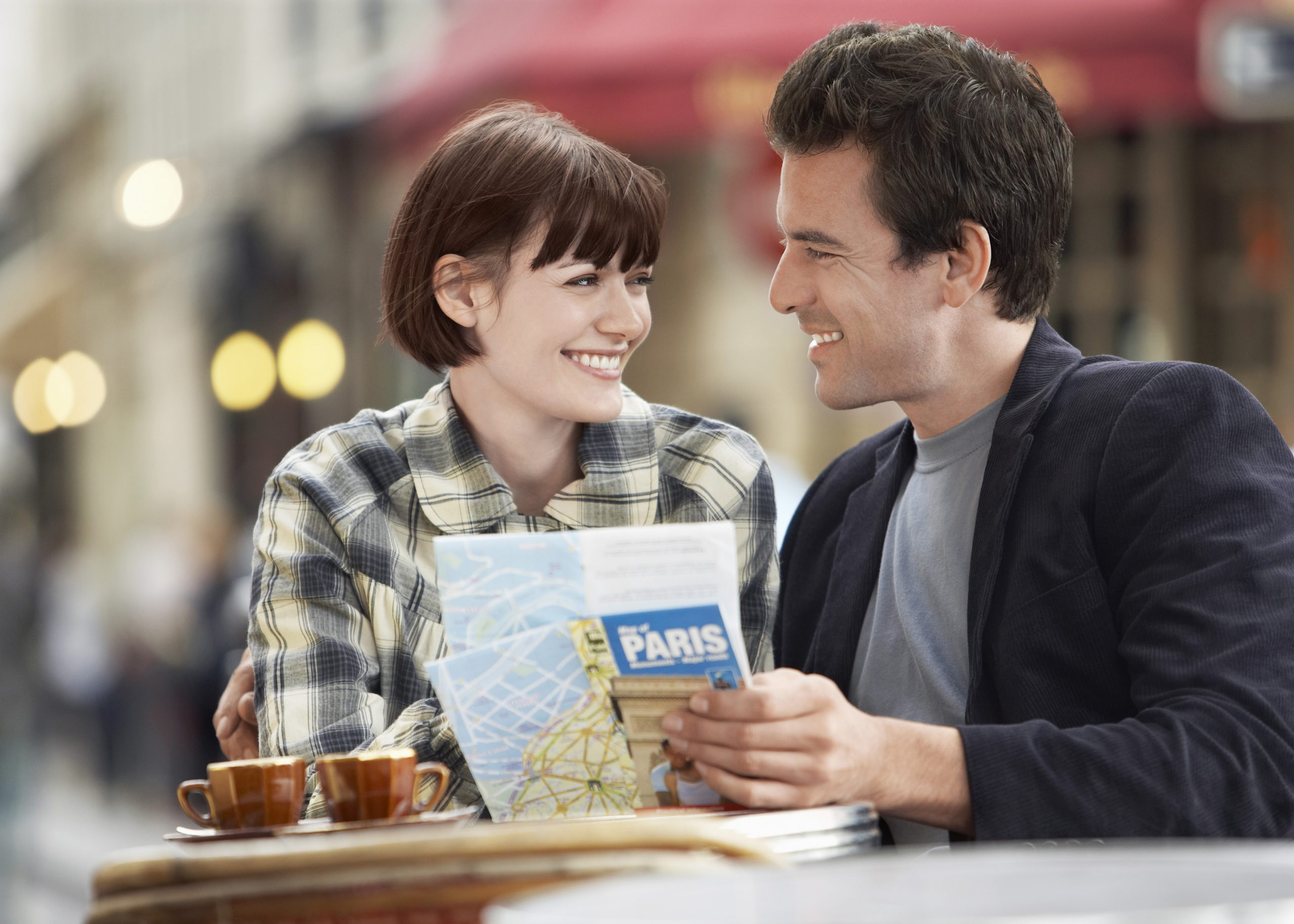 Image of couple on vacation in Paris.